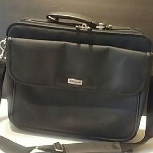 Tragus laptop case